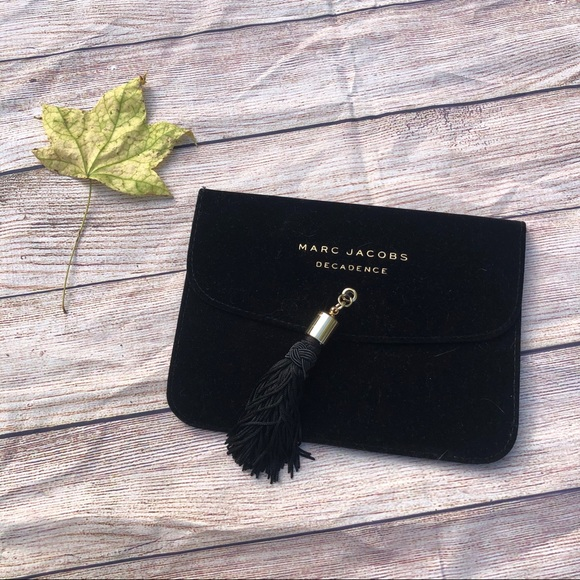 Marc Jacobs Handbags - Marc Jacobs Decadence Clutch